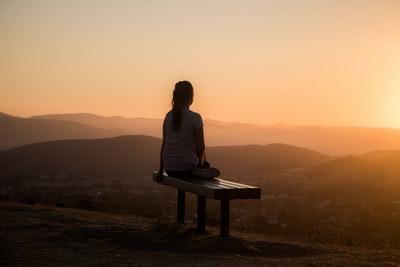 ストレスや病気の原因は、長時間のデスクワークや長時間運転だったりする。
